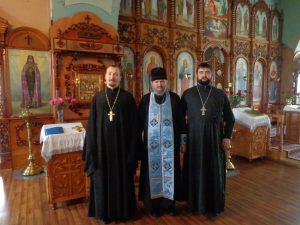 В Покровской церкви г. Павловска с благочинным о. Максимом (слева) и настоятелем о. Виталием (справа)